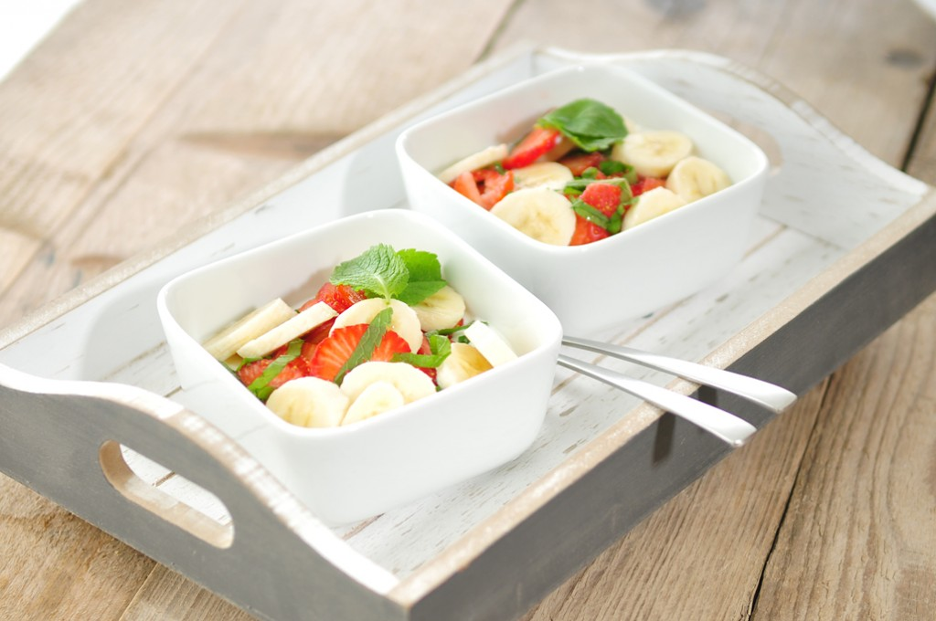 Yoghurt-met-aardbei-banaan-en-munt-1024x680