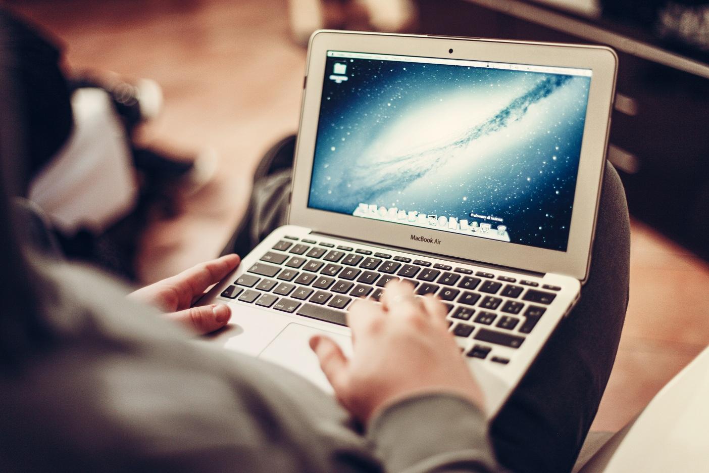 macbook-air-notebook-technology-1168