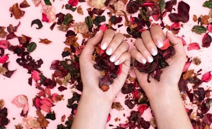 Gedroogde bloemen nagels