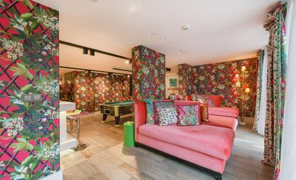 Huiskamer kleurrijk huis Amsterdam 5 miljoen euro