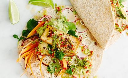 Mexicaanse-salade-met-koriander-en-limoentofoe