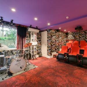 Bioscoop kleurrijk huis Amsterdam 5 miljoen euro