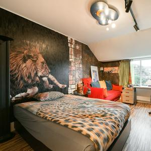 Slaapkamer kleurrijk huis Amsterdam 5 miljoen euro
