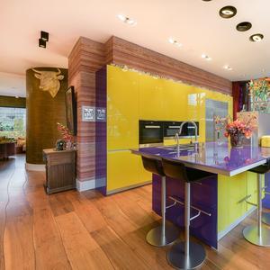 Keuken kleurrijk huis Amsterdam 5 miljoen euro