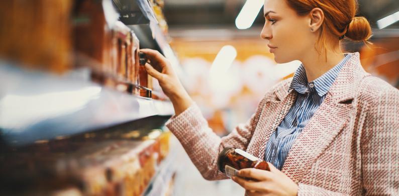 hoesten in de supermarkt