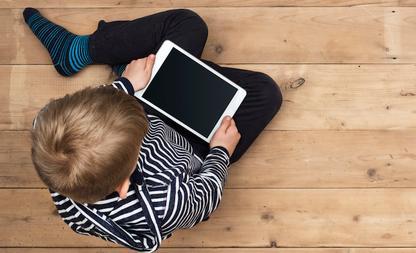 kind bijziend voorkomen tablet smartphone buitenspelen ogen