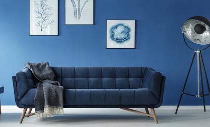 Marineblauwe woonkamer
